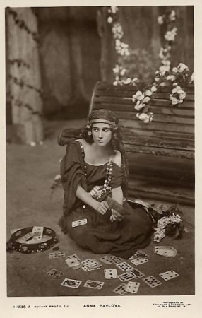 Anna Pavlova - foxy chiromancer